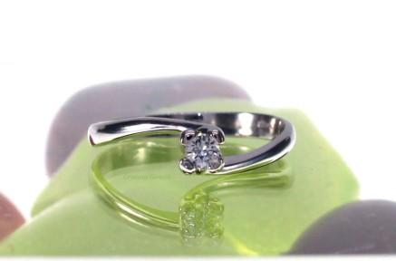Anello Solitario diamante 30   €  310,00
