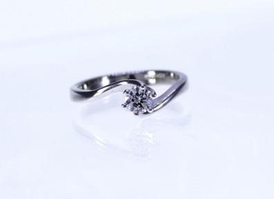 Anello Solitario diamante 25   €  1.210,00