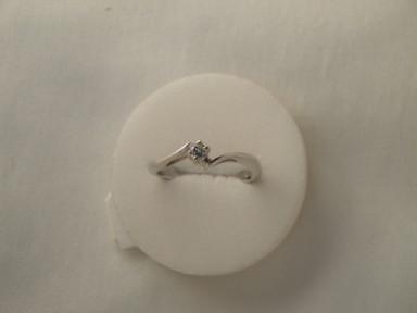 Anello  solitario diamante n 3          € 440,00