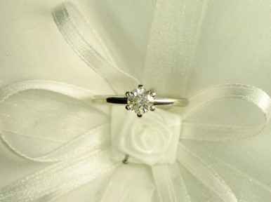 Anello Solitario diamante 21    € 1.980,00