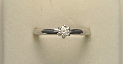 Anello Solitario diamante 18   €  840,00